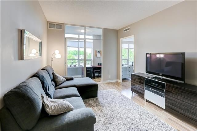 Image 5 of 31 showing inside of 1 Bedroom Condo Apt Apartment for Sale at 9235 Jane St Unit# 202, Vaughan L6A0J7