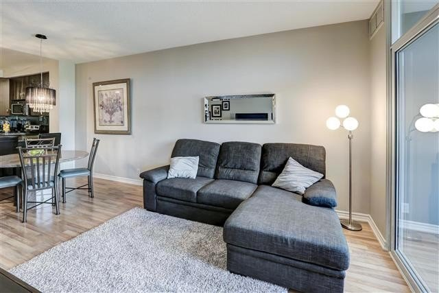 Image 6 of 31 showing inside of 1 Bedroom Condo Apt Apartment for Sale at 9235 Jane St Unit# 202, Vaughan L6A0J7