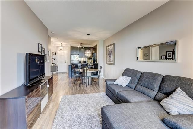 Image 7 of 31 showing inside of 1 Bedroom Condo Apt Apartment for Sale at 9235 Jane St Unit# 202, Vaughan L6A0J7