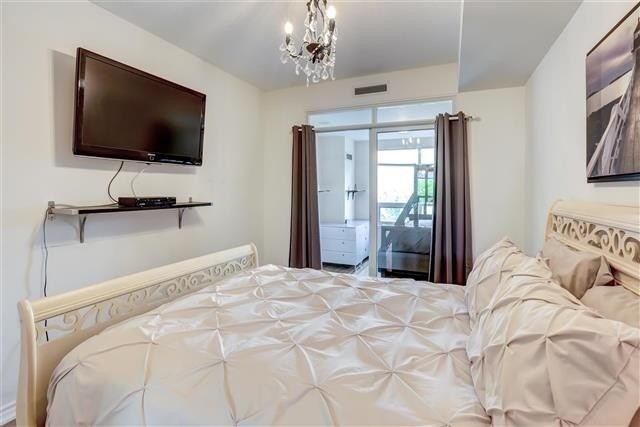 Image 9 of 31 showing inside of 1 Bedroom Condo Apt Apartment for Sale at 9235 Jane St Unit# 202, Vaughan L6A0J7