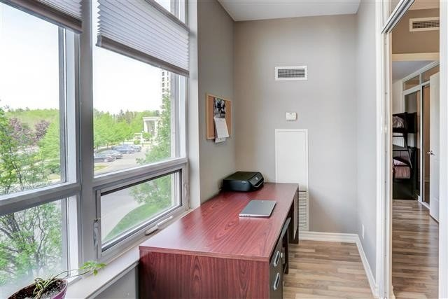 Image 13 of 31 showing inside of 1 Bedroom Condo Apt Apartment for Sale at 9235 Jane St Unit# 202, Vaughan L6A0J7