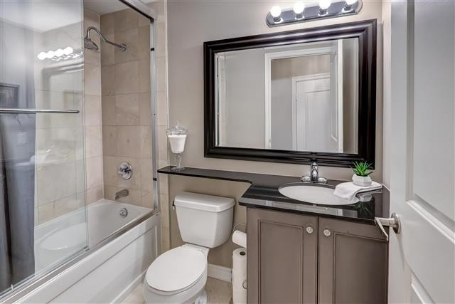 Image 14 of 31 showing inside of 1 Bedroom Condo Apt Apartment for Sale at 9235 Jane St Unit# 202, Vaughan L6A0J7