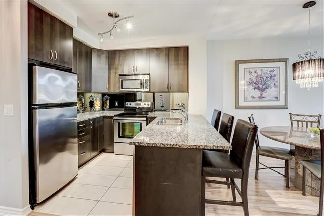 Image 27 of 31 showing inside of 1 Bedroom Condo Apt Apartment for Sale at 9235 Jane St Unit# 202, Vaughan L6A0J7