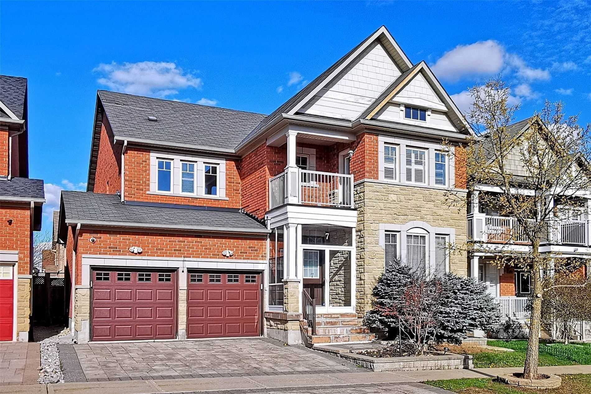 pictures of 7 Lake Woods St, Richmond Hill L4E0B5