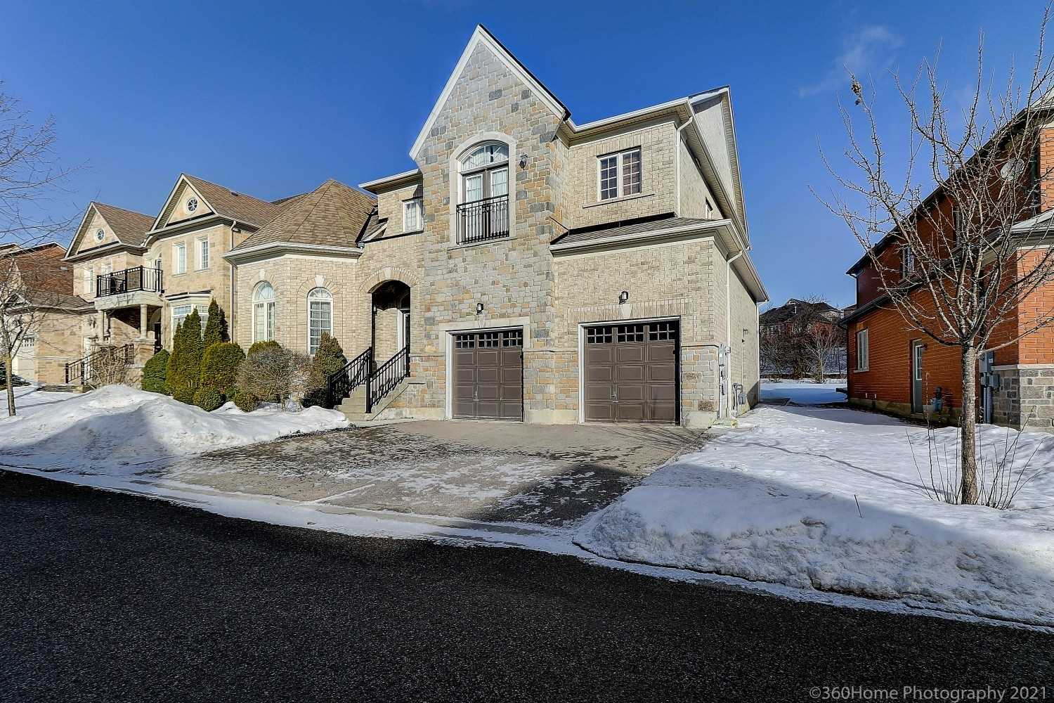 pictures of 23 Royal Shamrock Crt, Whitchurch-Stouffville L4A0C9