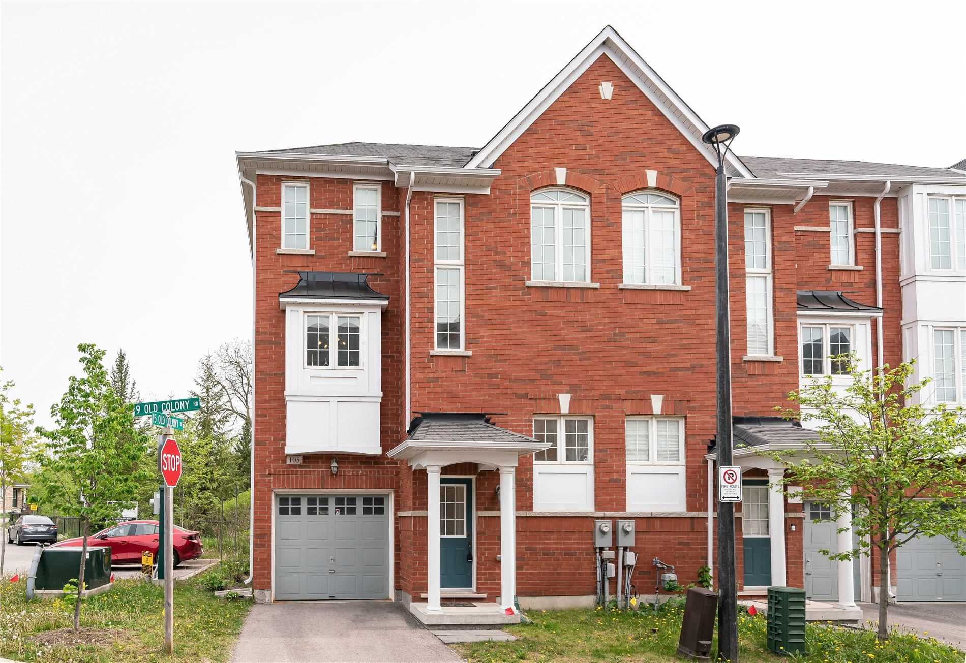 pictures of house for sale MLS: N5247396 located at 9 Old Colony Rd, Richmond Hill L4E4L5