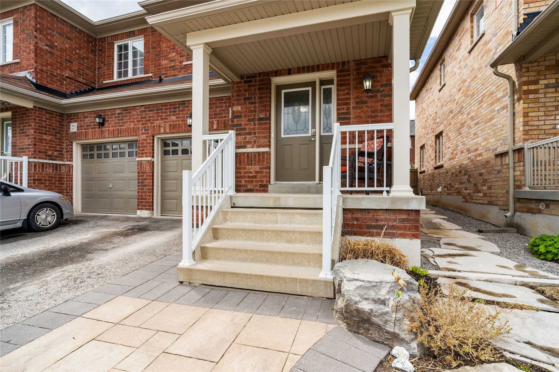 pictures of house for sale MLS: N5247435 located at 23 Cabin Trail Cres, Whitchurch-Stouffville L4A0S5