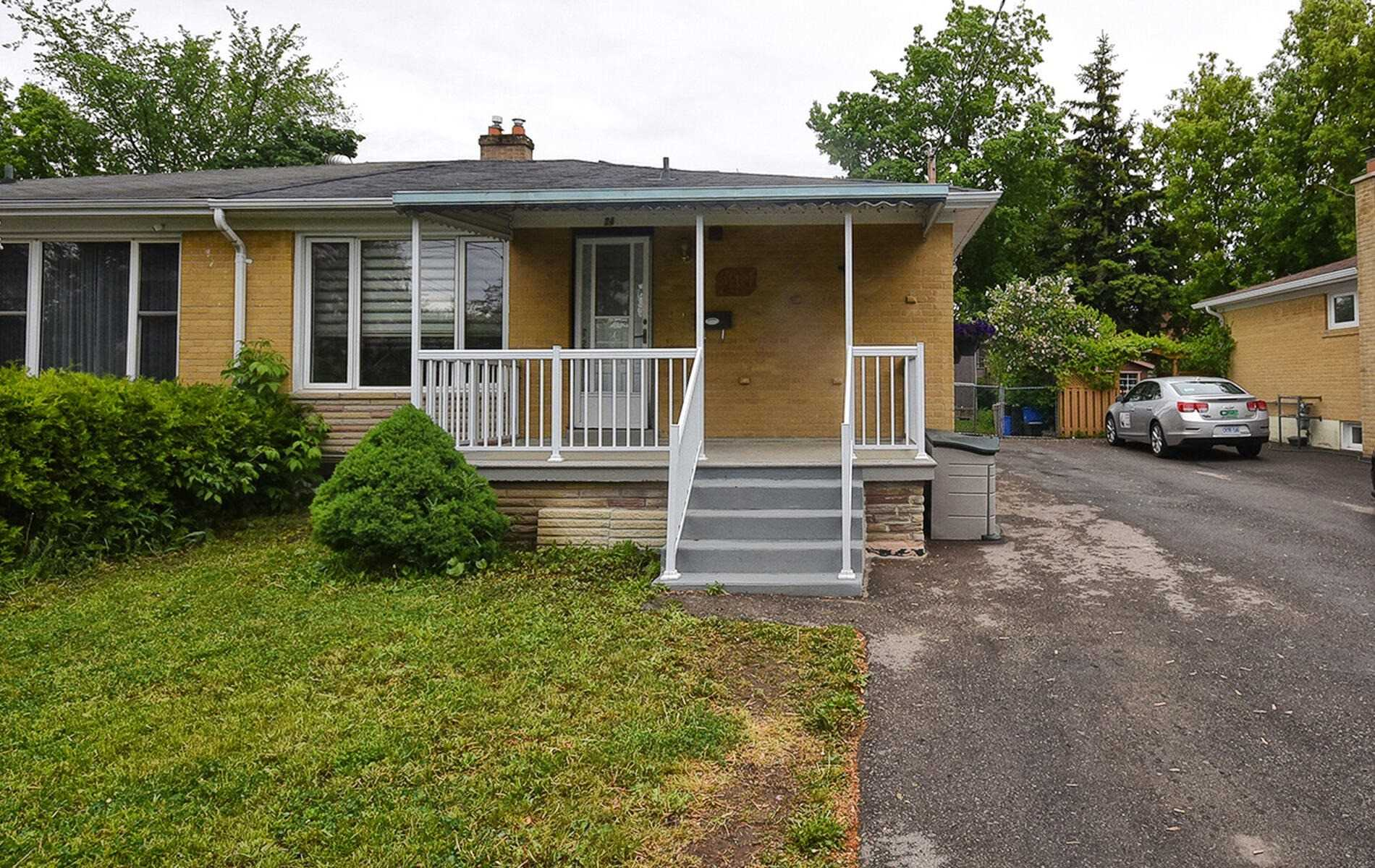 pictures of house for sale MLS: N5247618 located at 249 Blue Grass Blvd, Richmond Hill L4C3H1