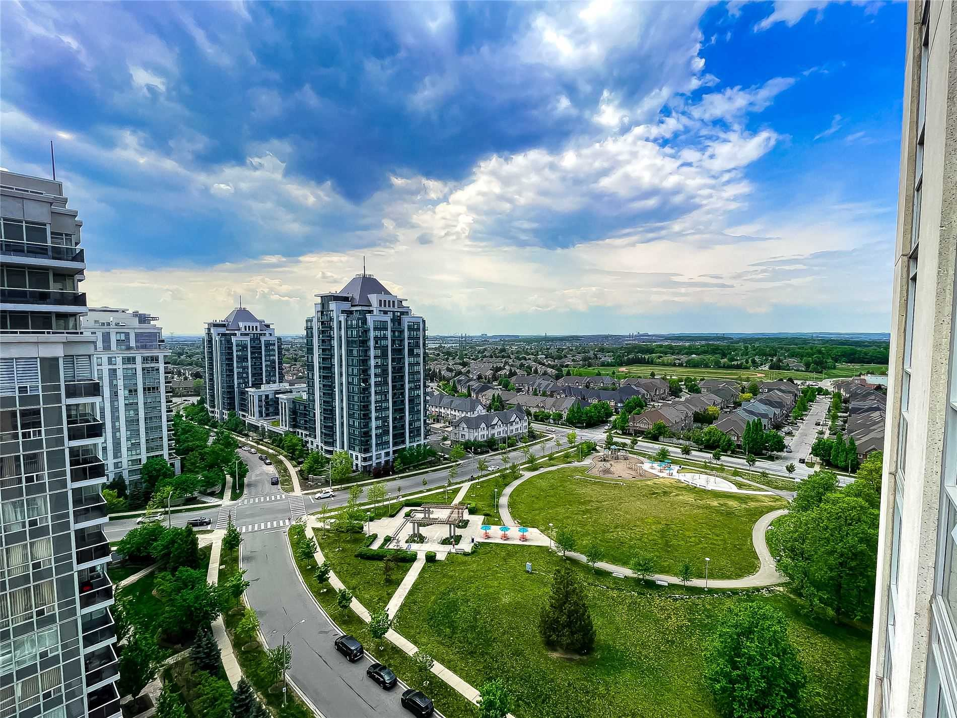 pictures of 7 North Park Rd, Vaughan L4J0C9