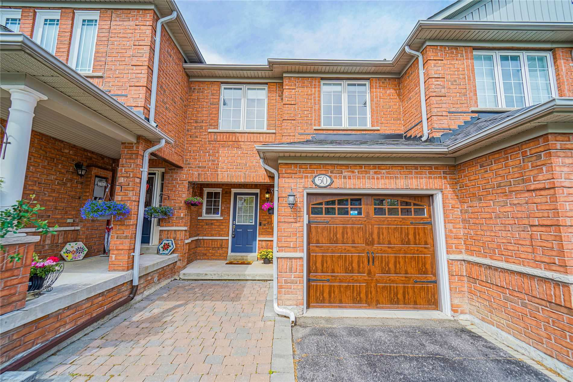 pictures of house for sale MLS: N5251136 located at 50 Millcliff Circ, Aurora L4G7N7