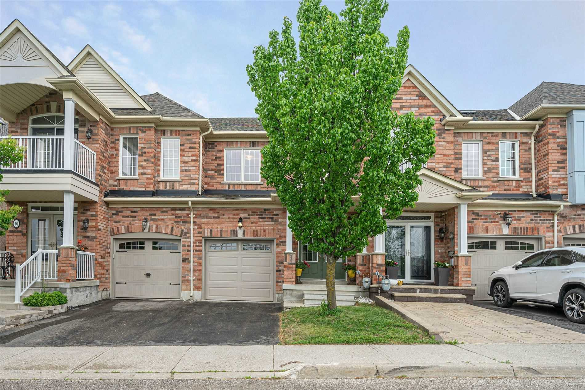 pictures of house for sale MLS: N5251362 located at 320 Ravineview Dr, Vaughan L6A4H1