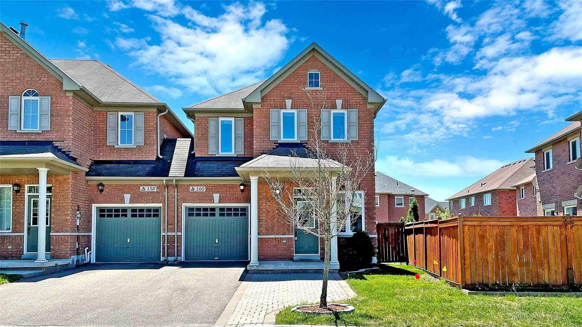 pictures of house for sale MLS: N5252326 located at 160 Dovetail Dr, Richmond Hill L4E5A6