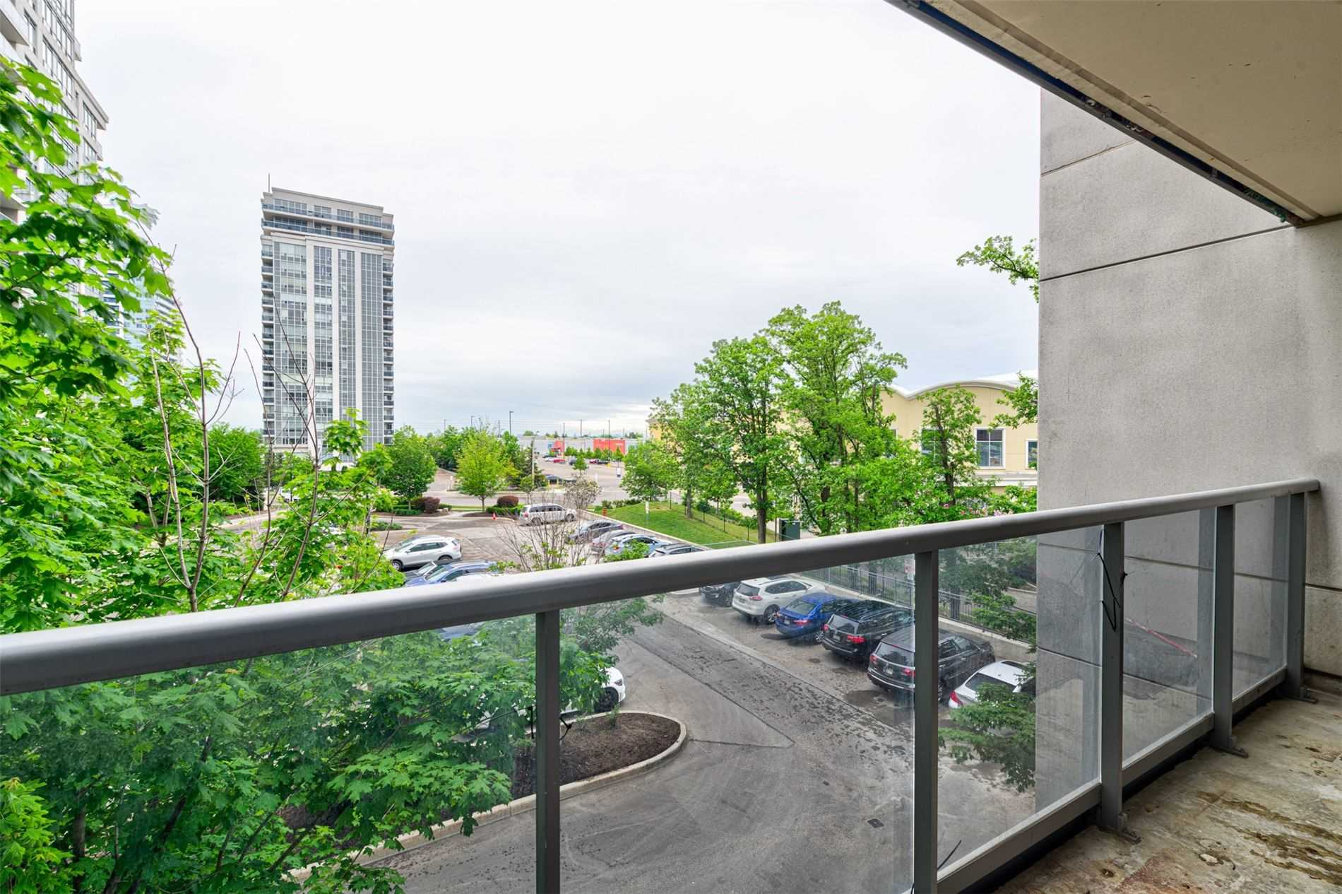 pictures of 60 Disera Dr, Vaughan L4J9G1
