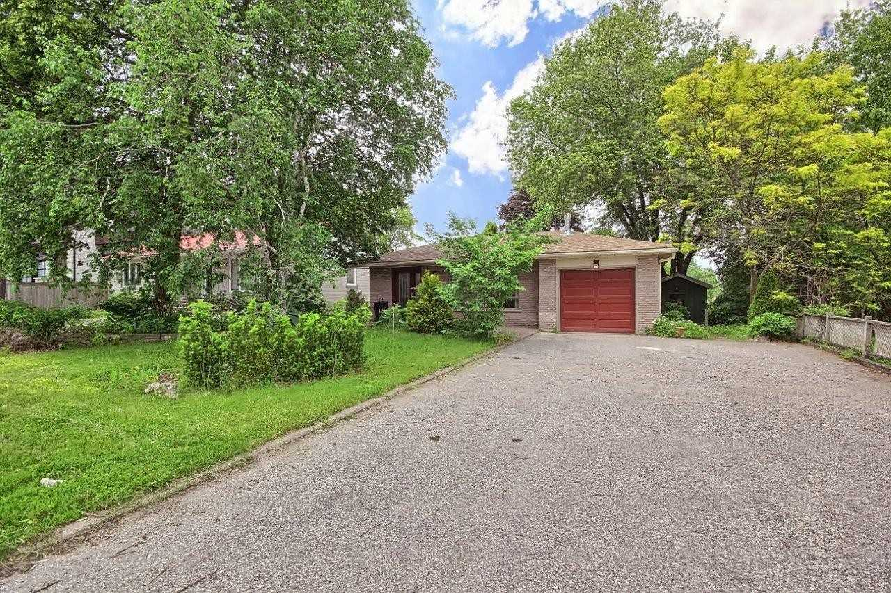 pictures of 30 George St, Richmond Hill L4E2V7