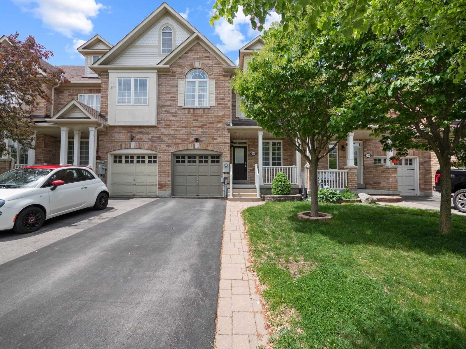 pictures of house for sale MLS: N5254815 located at 100 Kirkvalley Cres, Aurora L4G7R1