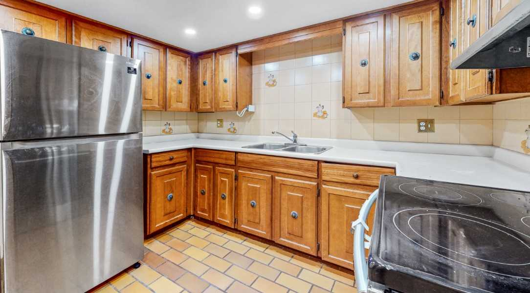 Image 10 of 16 showing inside of 1 Bedroom Lower Level Apartment for Lease at 45 Kersey Cres, Richmond Hill L4C5H4