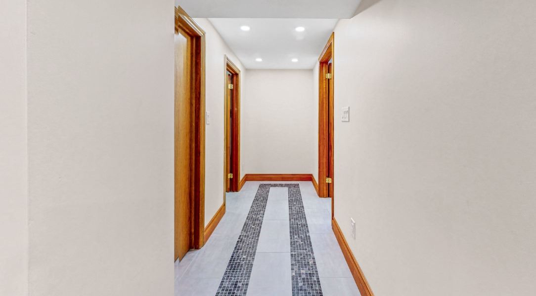 Image 15 of 16 showing inside of 1 Bedroom Lower Level Apartment for Lease at 45 Kersey Cres, Richmond Hill L4C5H4