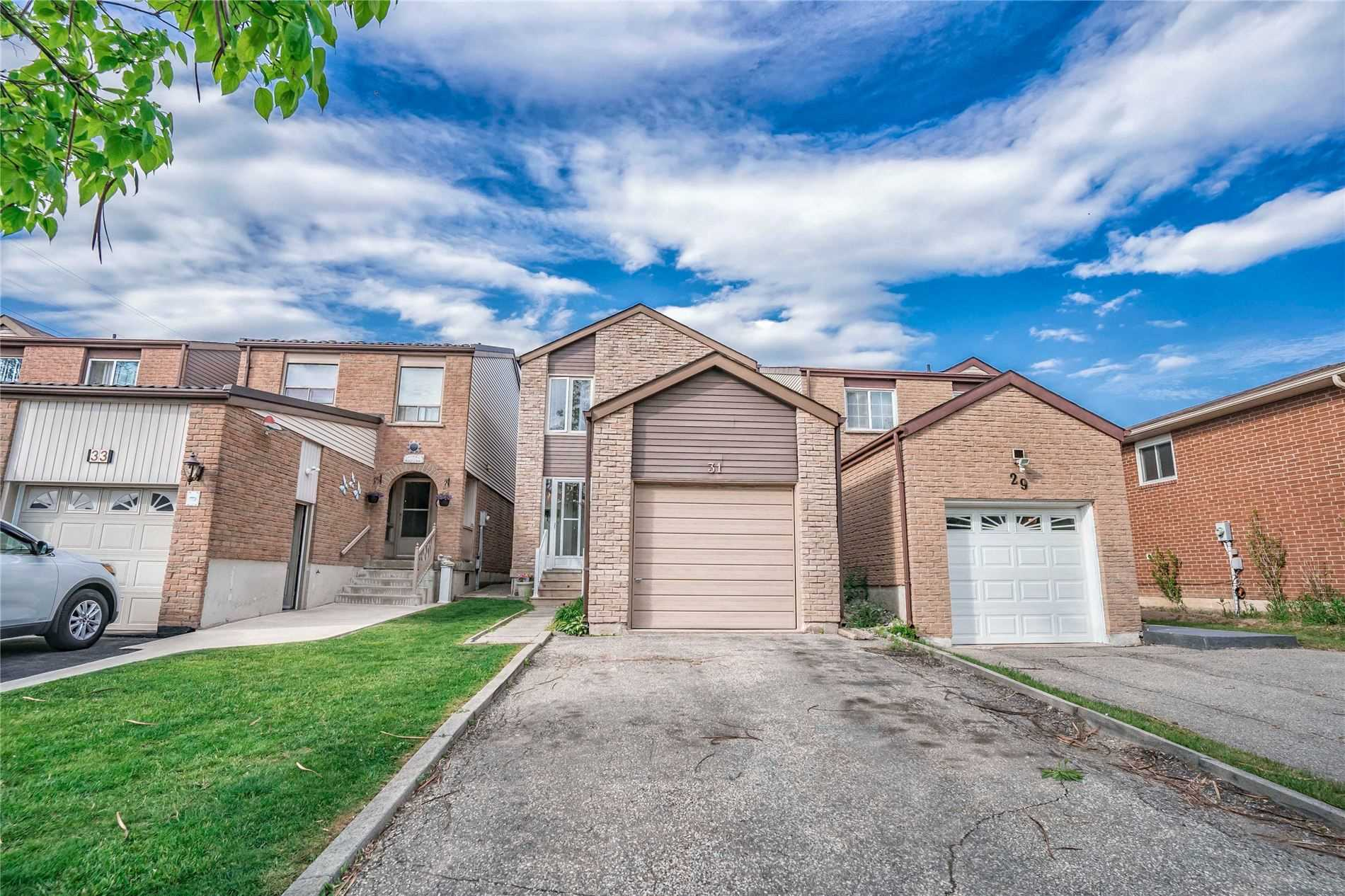 pictures of house for sale MLS: N5255652 located at 31 Laurel Valley Crt, Vaughan L4K2B3