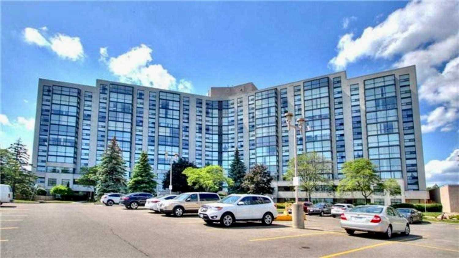 pictures of 40 Harding Blvd W, Richmond Hill L4C9S5