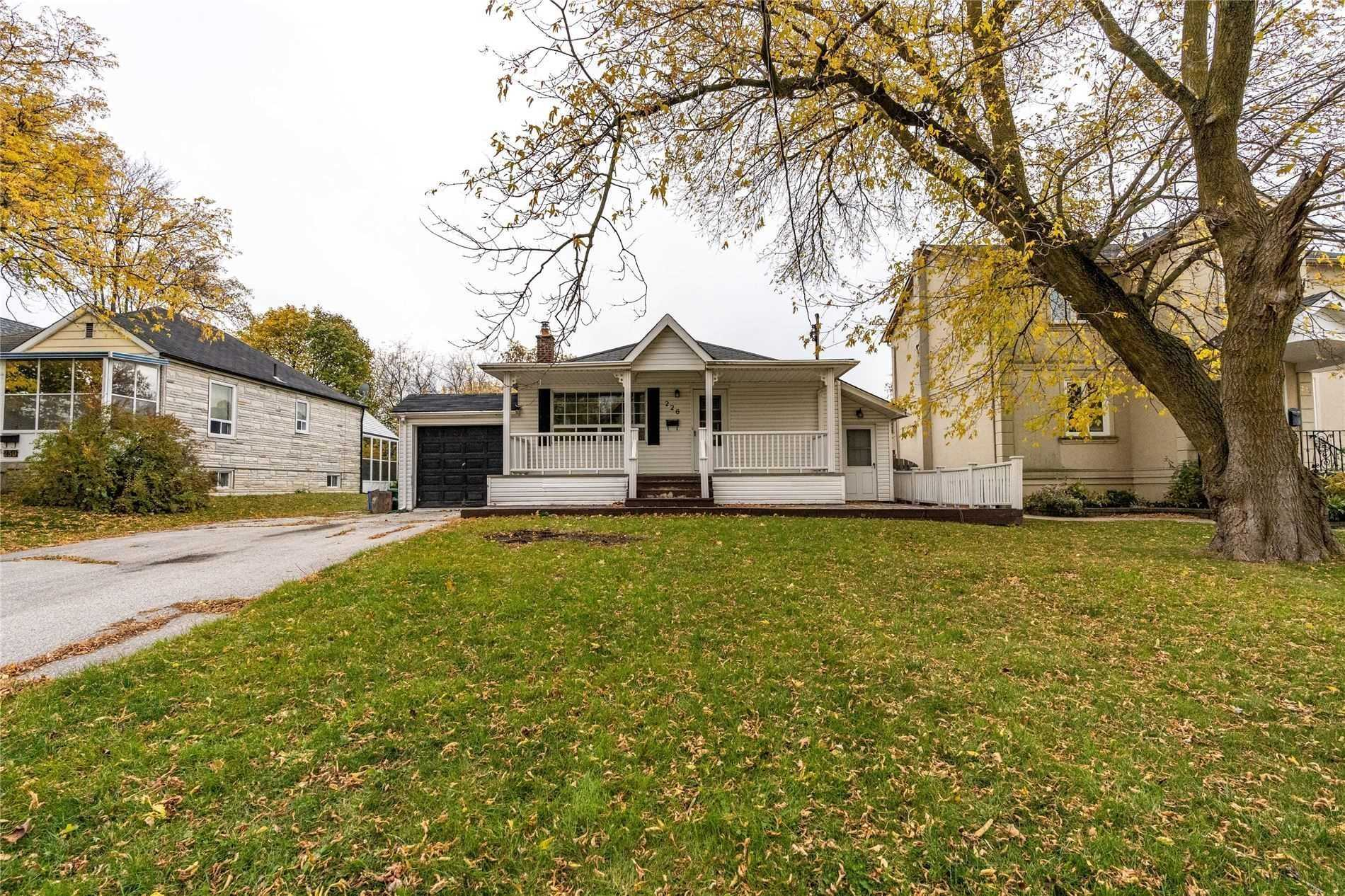 pictures of 226 Lawrence Ave, Richmond Hill L4C1Z6