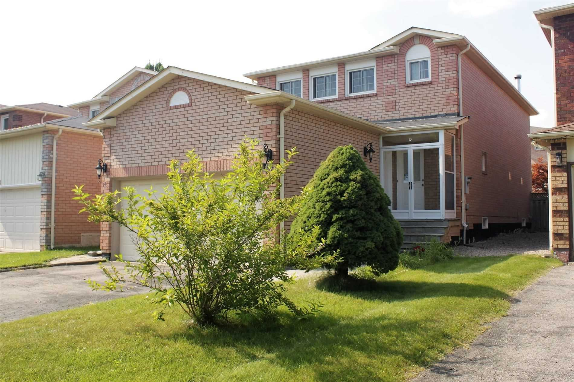 pictures of 10 Squire Dr, Richmond Hill L4S1C4