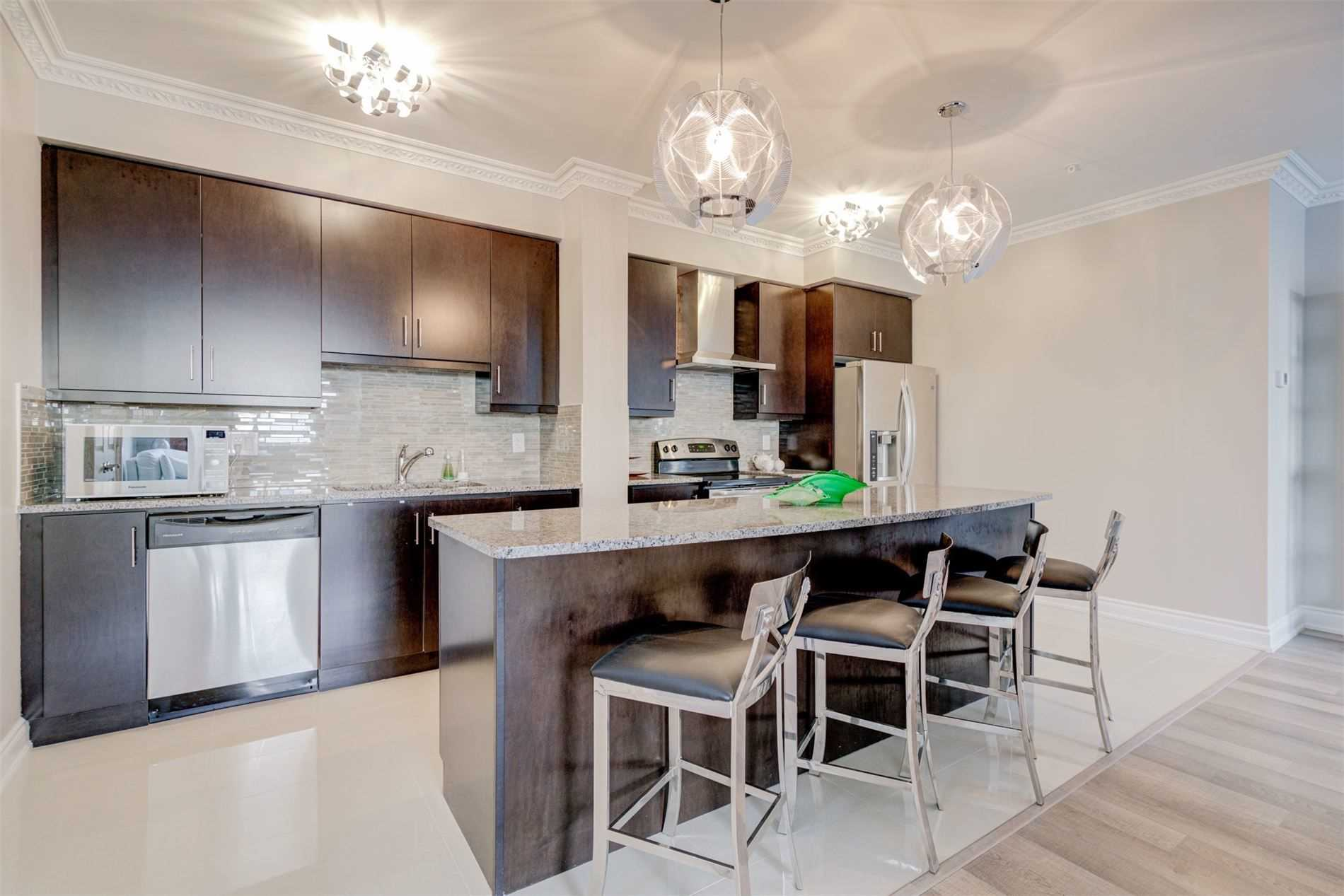 Image 8 of 39 showing inside of 2 Bedroom Condo Apt Apartment for Sale at 9255 Jane St Unit# 1603, Vaughan L6A0K1