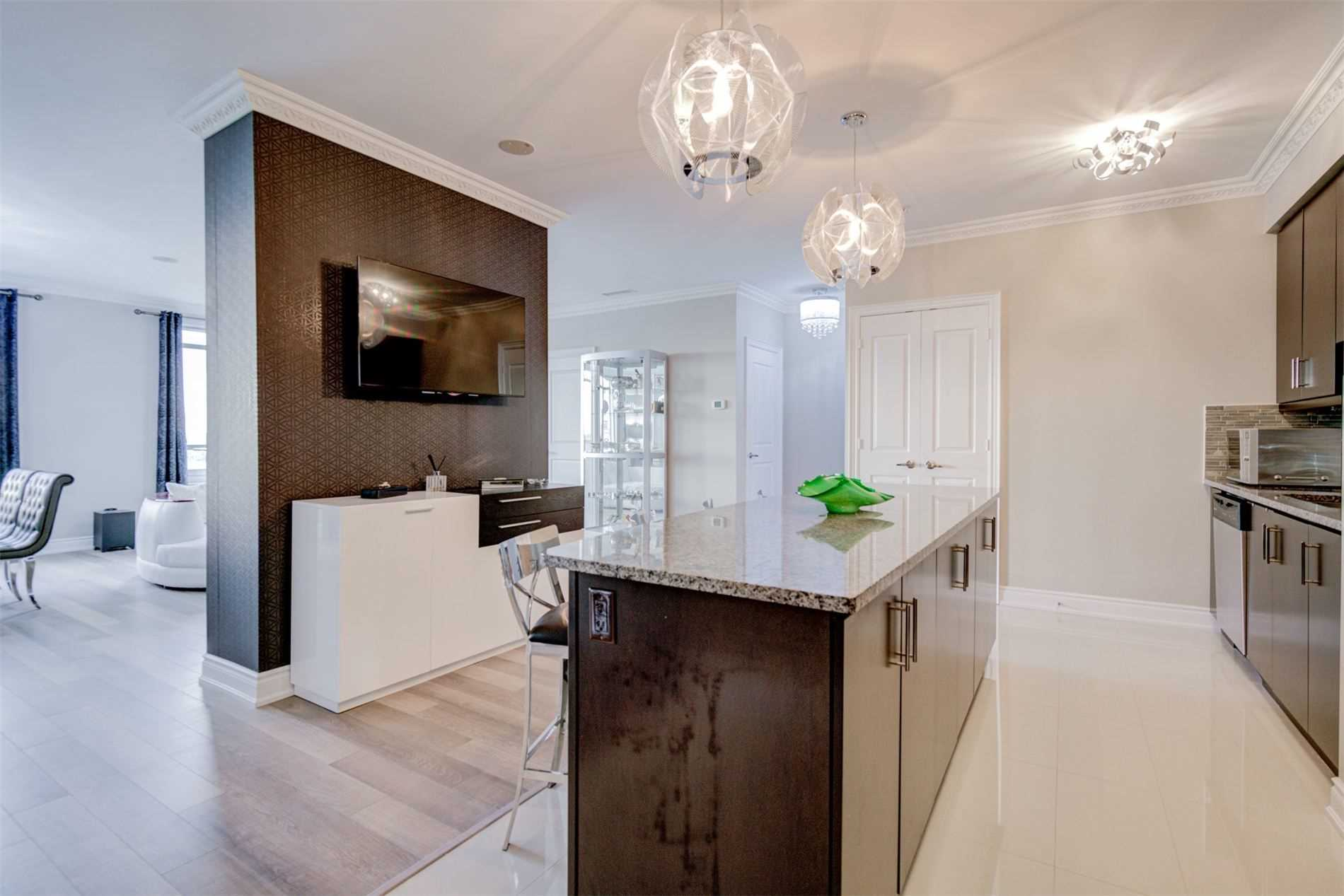 Image 9 of 39 showing inside of 2 Bedroom Condo Apt Apartment for Sale at 9255 Jane St Unit# 1603, Vaughan L6A0K1