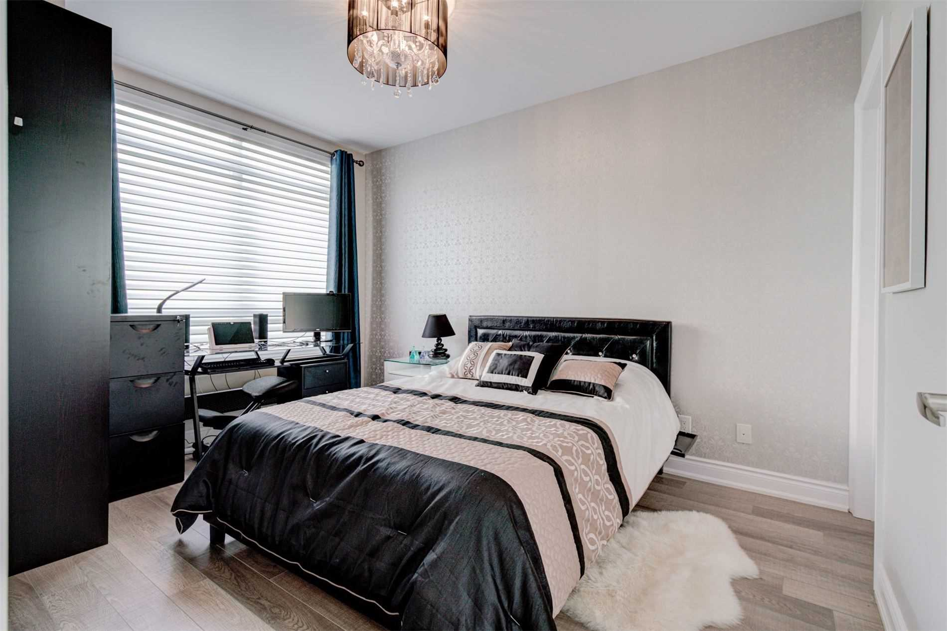 Image 11 of 39 showing inside of 2 Bedroom Condo Apt Apartment for Sale at 9255 Jane St Unit# 1603, Vaughan L6A0K1