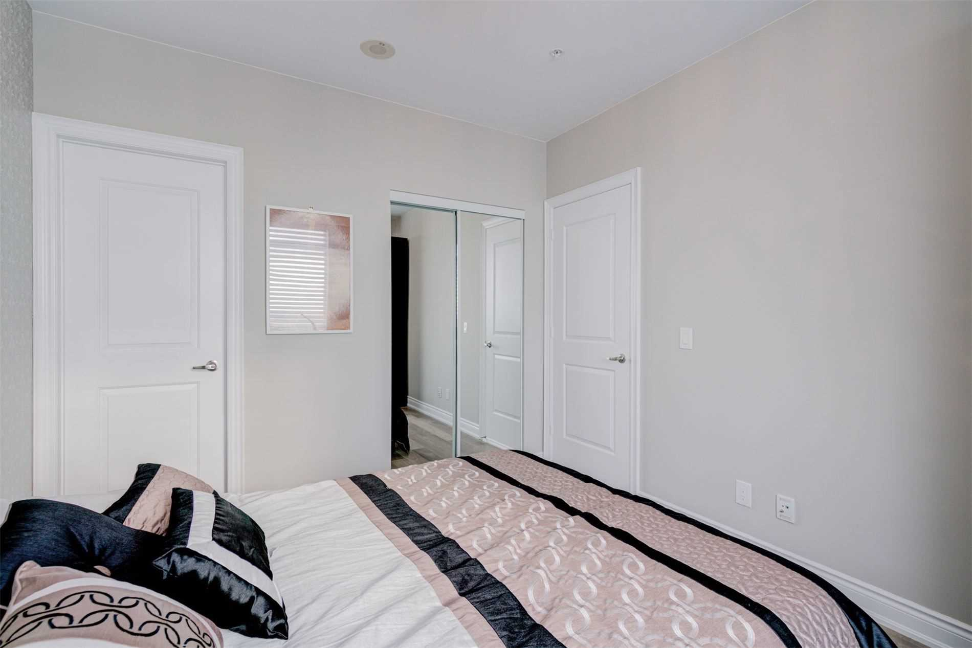 Image 13 of 39 showing inside of 2 Bedroom Condo Apt Apartment for Sale at 9255 Jane St Unit# 1603, Vaughan L6A0K1
