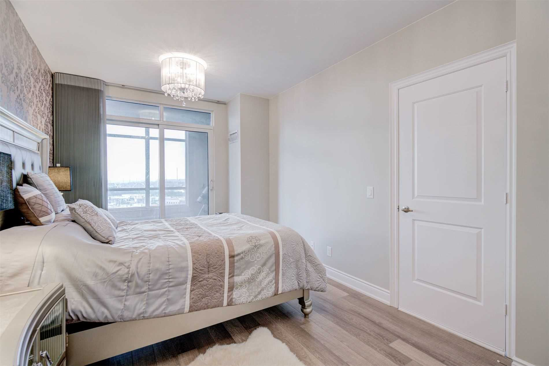 Image 16 of 39 showing inside of 2 Bedroom Condo Apt Apartment for Sale at 9255 Jane St Unit# 1603, Vaughan L6A0K1