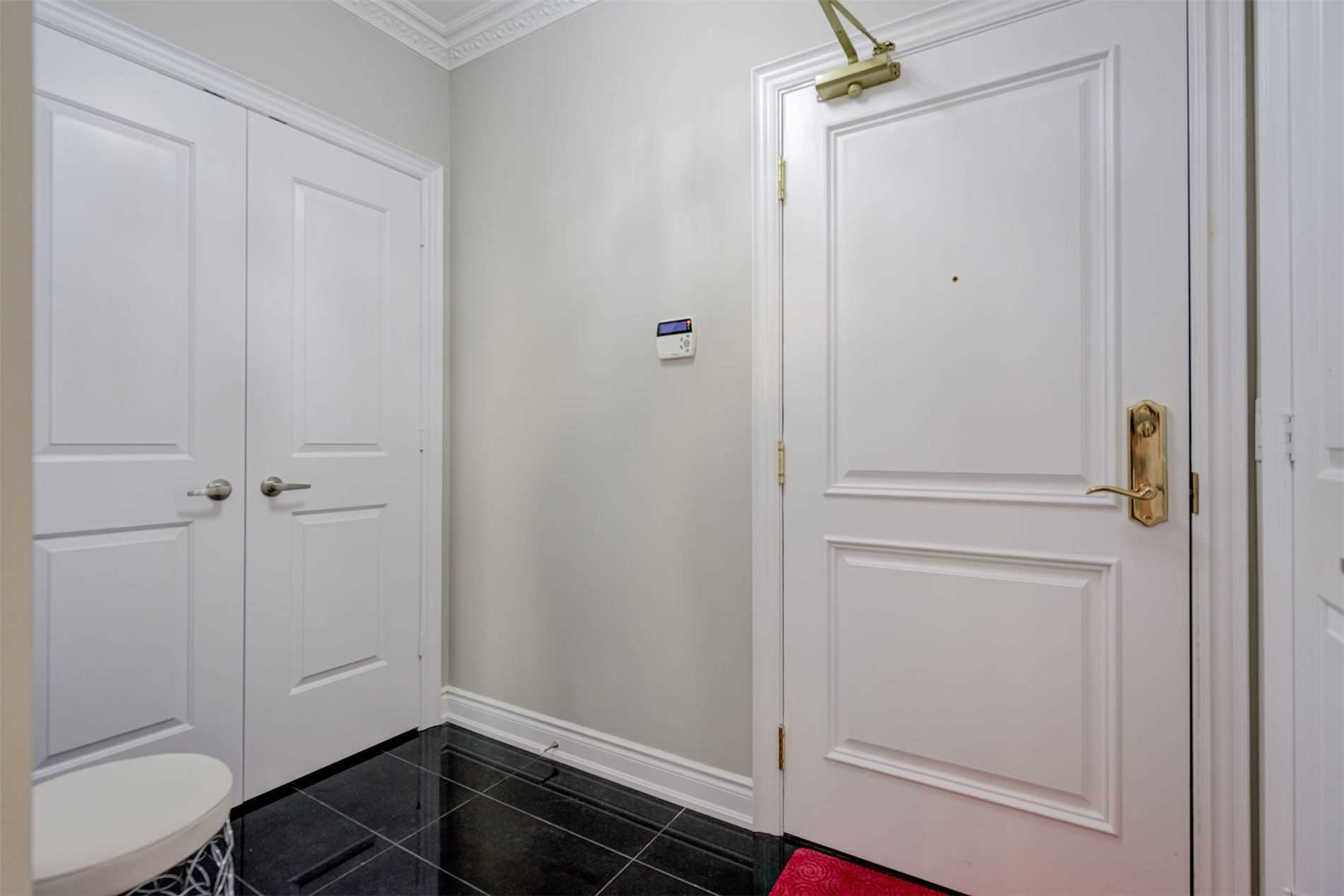 Image 34 of 39 showing inside of 2 Bedroom Condo Apt Apartment for Sale at 9255 Jane St Unit# 1603, Vaughan L6A0K1