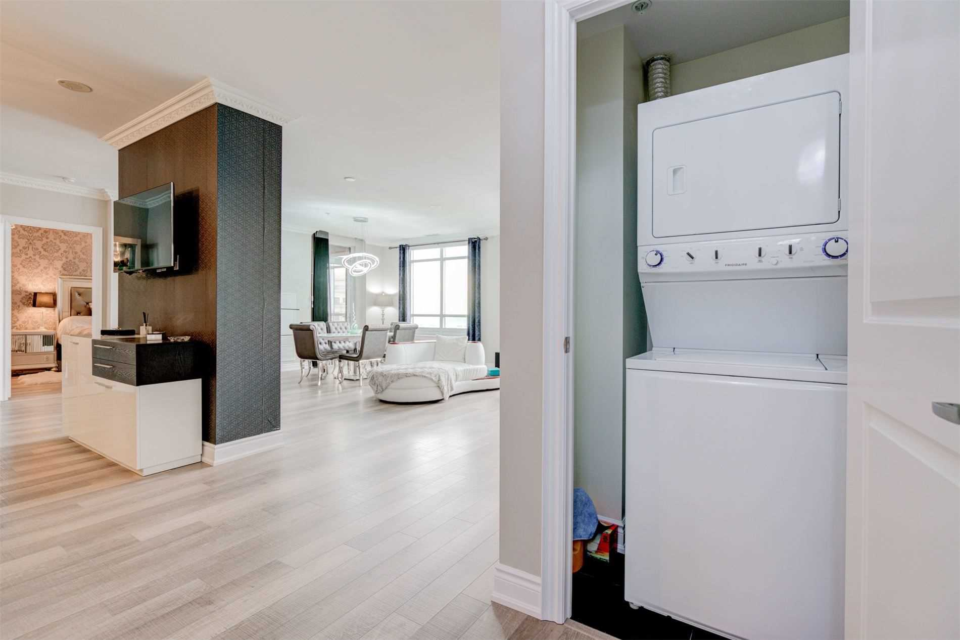 Image 37 of 39 showing inside of 2 Bedroom Condo Apt Apartment for Sale at 9255 Jane St Unit# 1603, Vaughan L6A0K1