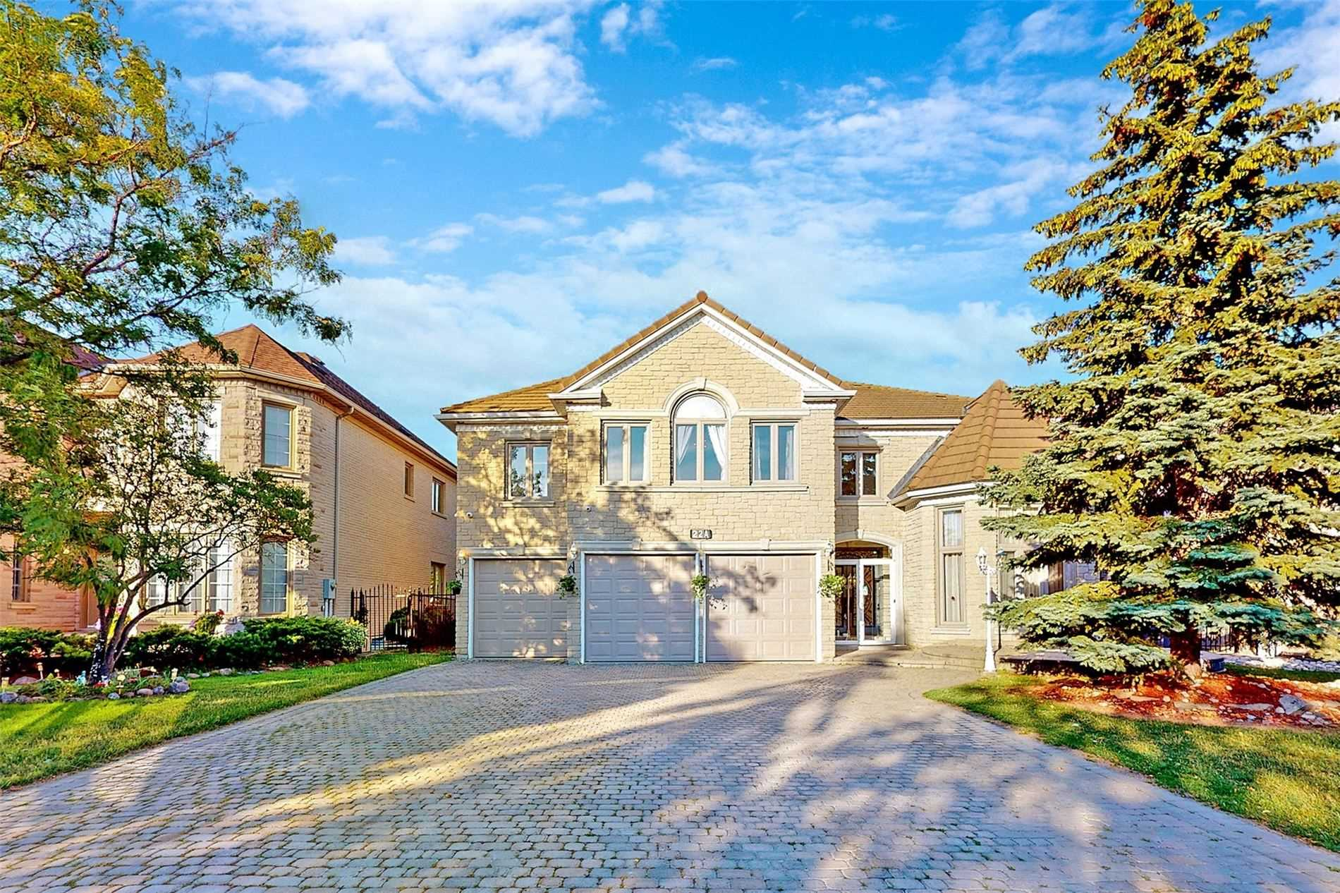 pictures of 22A Avery Crt, Richmond Hill L4B3W2