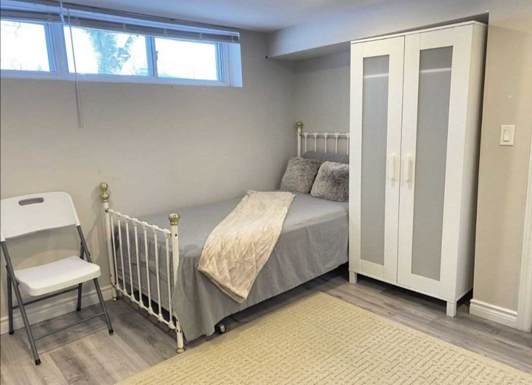 pictures of 214 Beechy Dr, Richmond Hill L4C2X7
