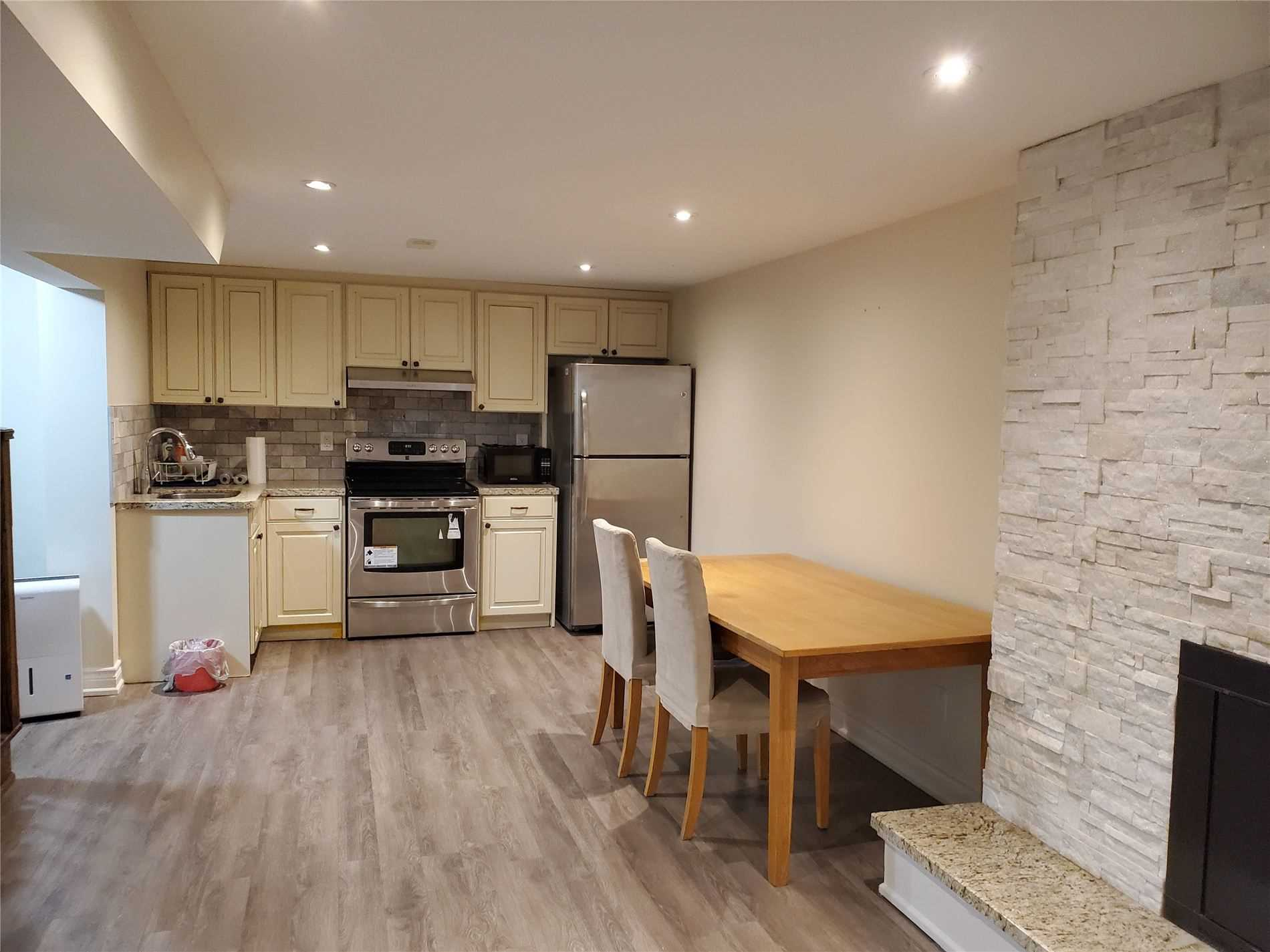 pictures of 415 Carrville Rd, Richmond Hill L4C6E5