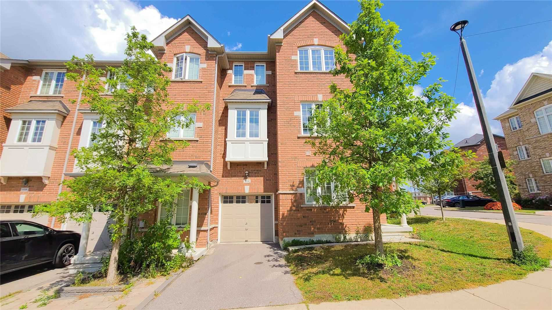 pictures of 15 Old Colony Rd, Richmond Hill L4E4L5