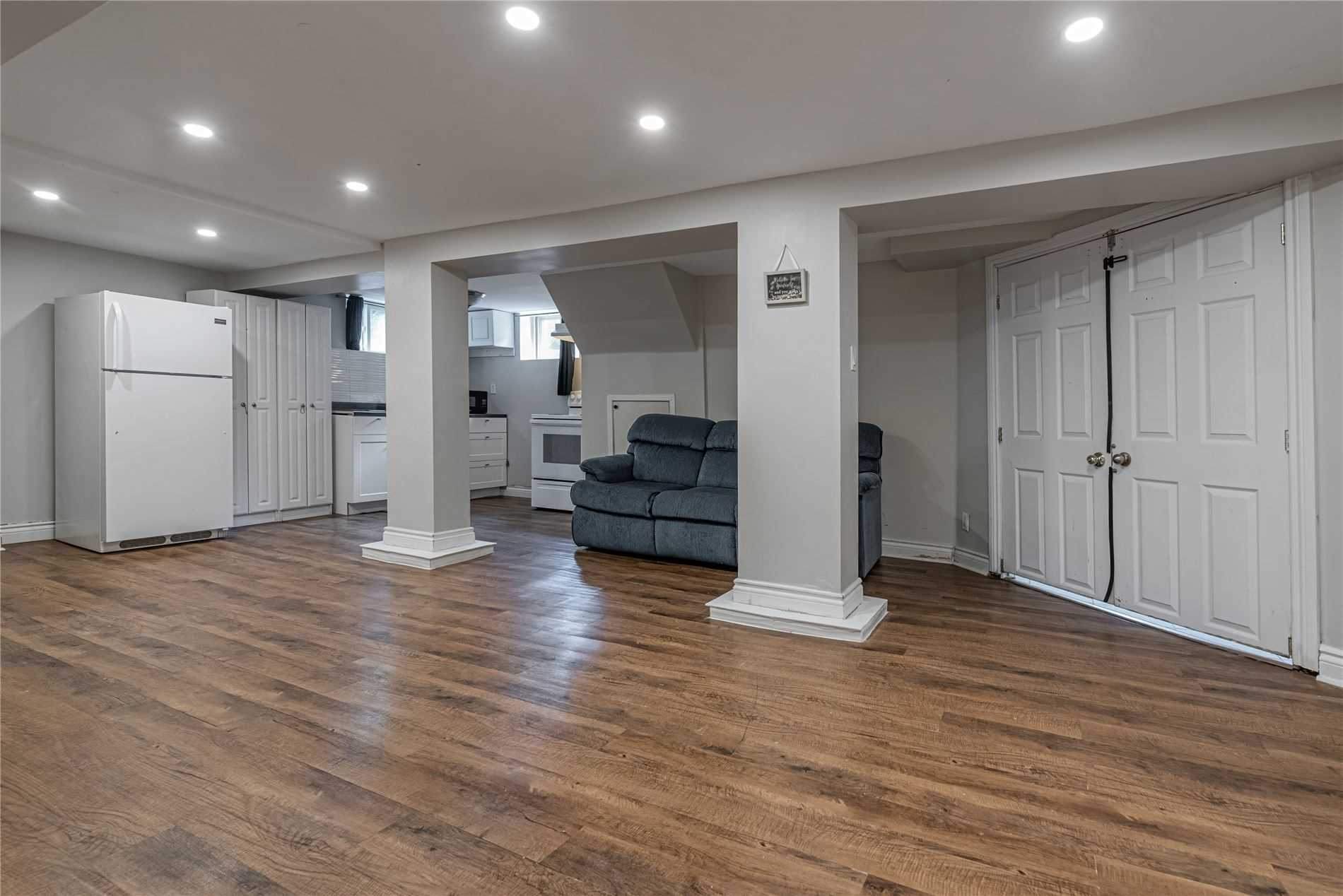 pictures of 69 Cartier Cres, Richmond Hill L4C2N3