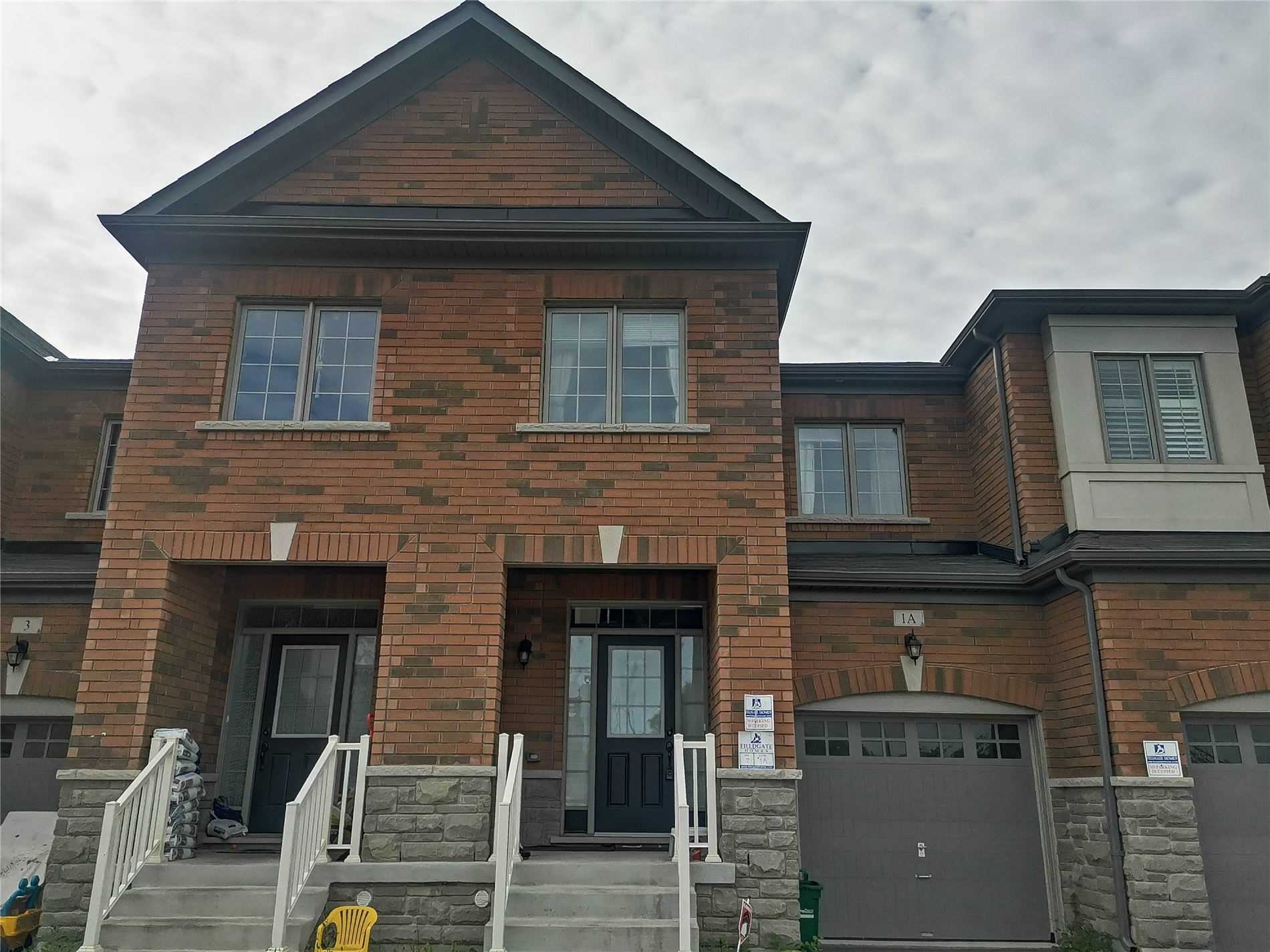 pictures of 1A Paper Mills Cres, Richmond Hill L4E0X9