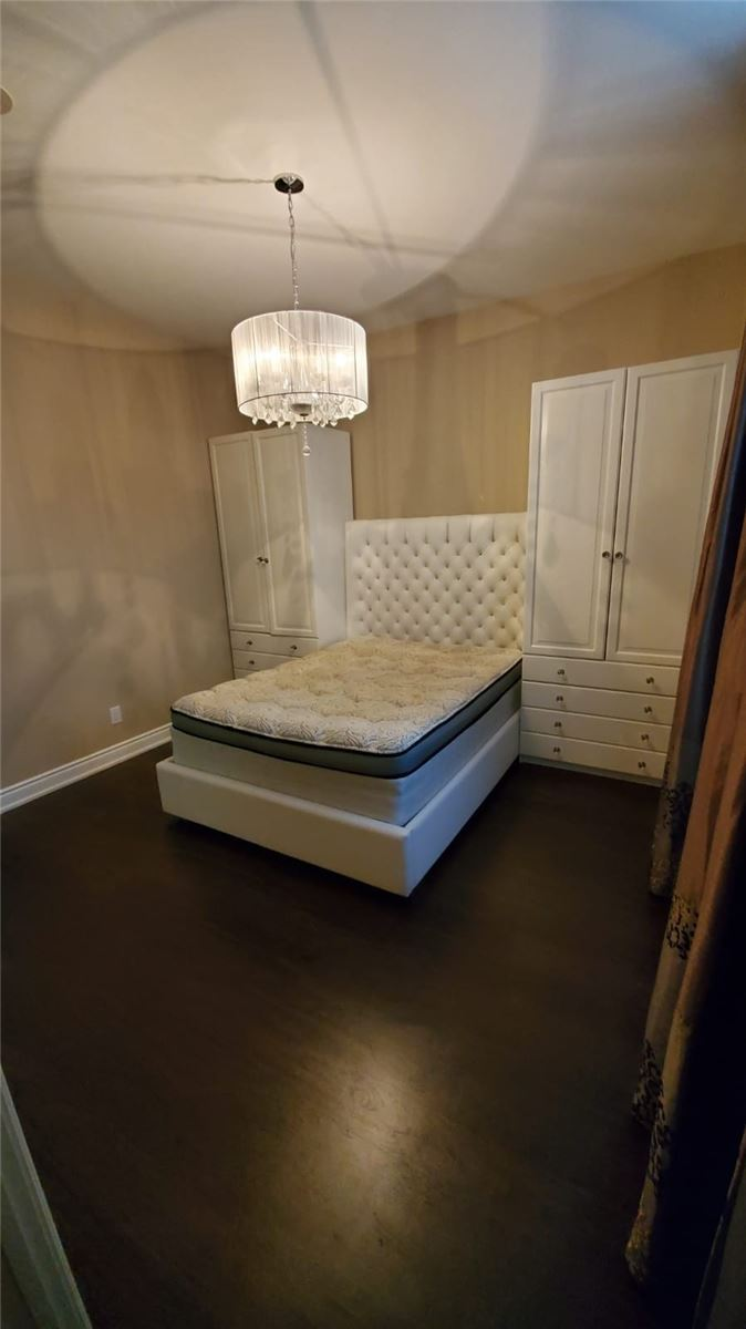 Image 5 of 9 showing inside of 2 Bedroom Condo Apt Apartment for Sale at 9245 Jane St Unit# 110, Vaughan L6A0J9
