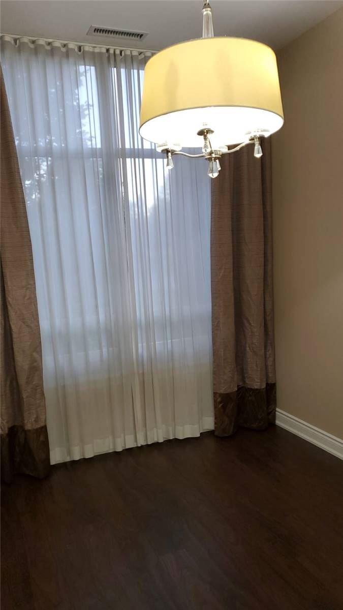 Image 7 of 9 showing inside of 2 Bedroom Condo Apt Apartment for Sale at 9245 Jane St Unit# 110, Vaughan L6A0J9