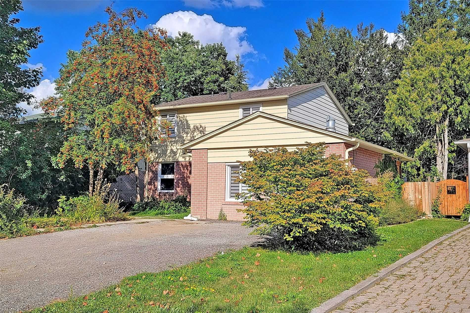 pictures of 389 Borden Ave, Newmarket L3Y5C1