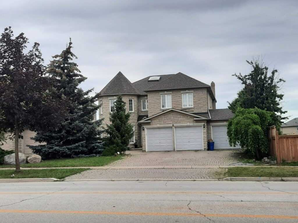 pictures of 8 Headford Ave, Richmond Hill L4B3V7