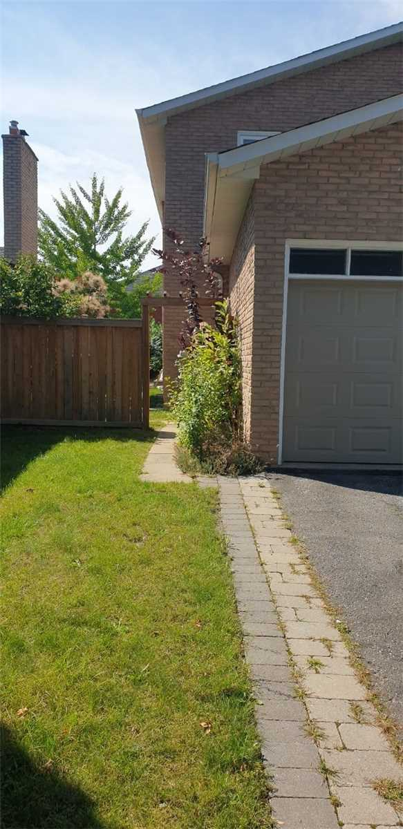 pictures of 18 Neighbourly Lane, Richmond Hill L4C5L7
