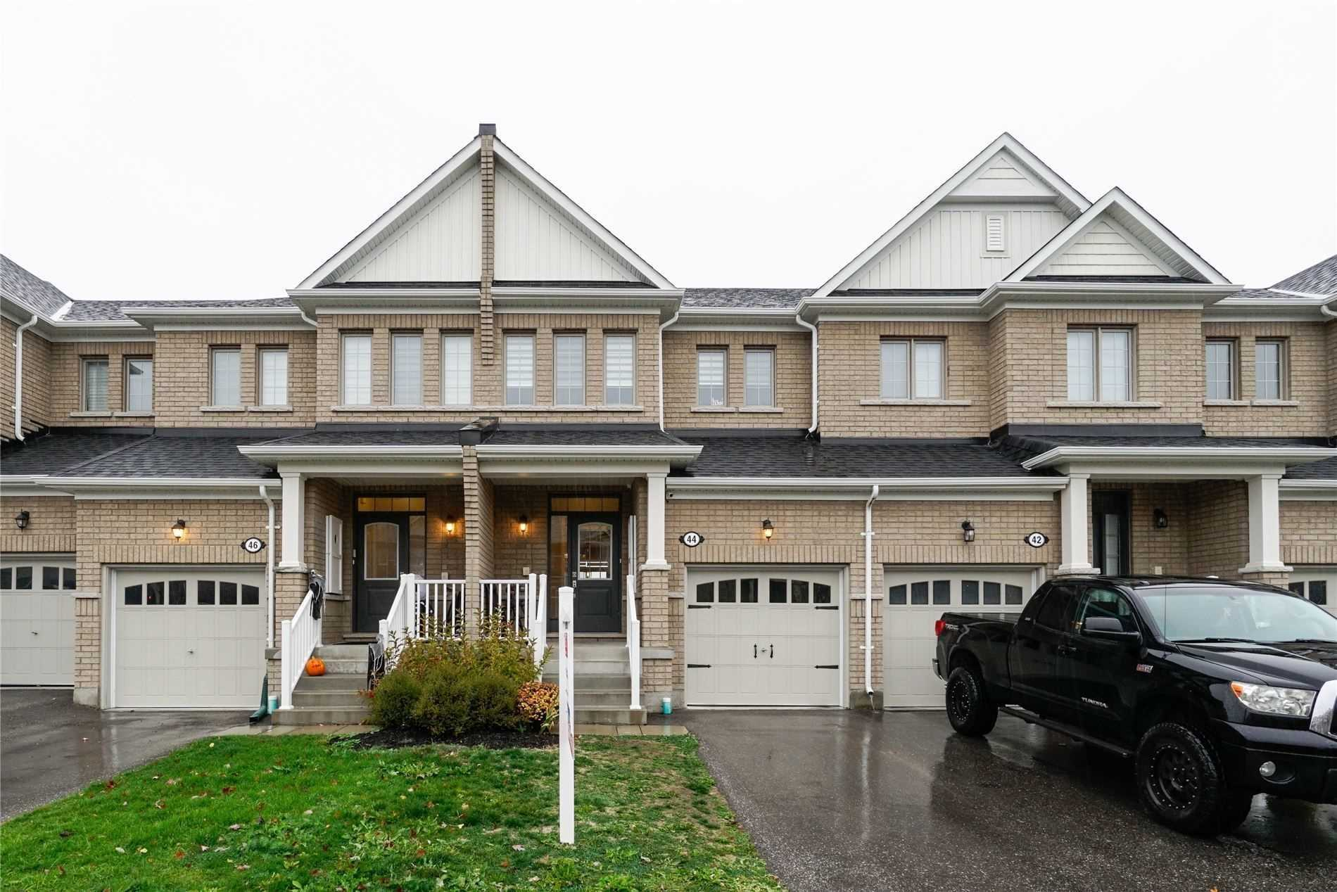 pictures of 44 Sharpe Cres, New Tecumseth L0G1W0