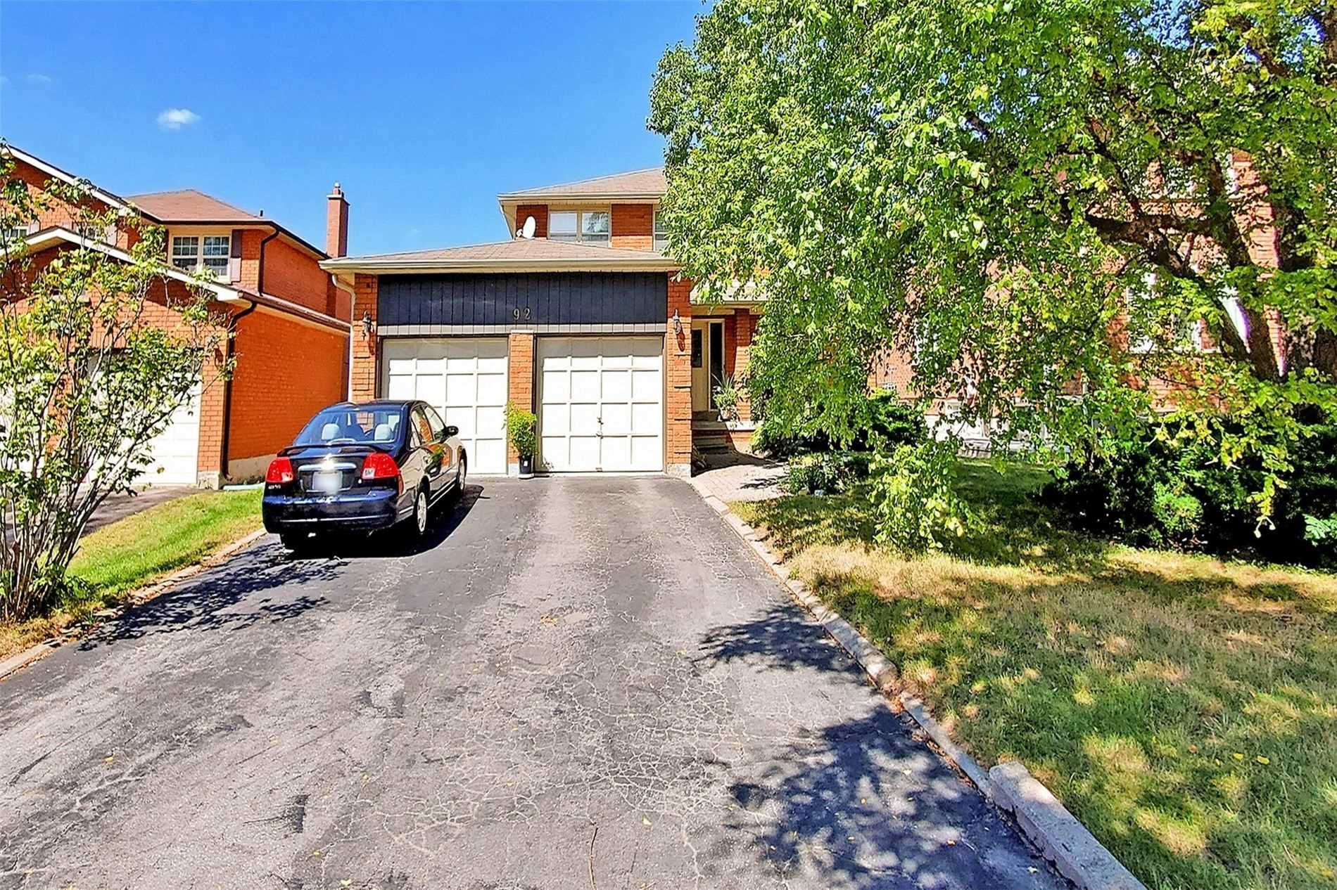 pictures of 92 Bramble Cres, Whitchurch-Stouffville L4A7Y7