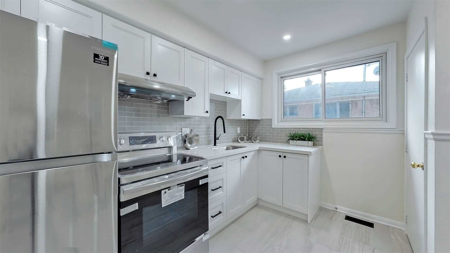 pictures of 242 Anzac Rd, Richmond Hill L4C3G8