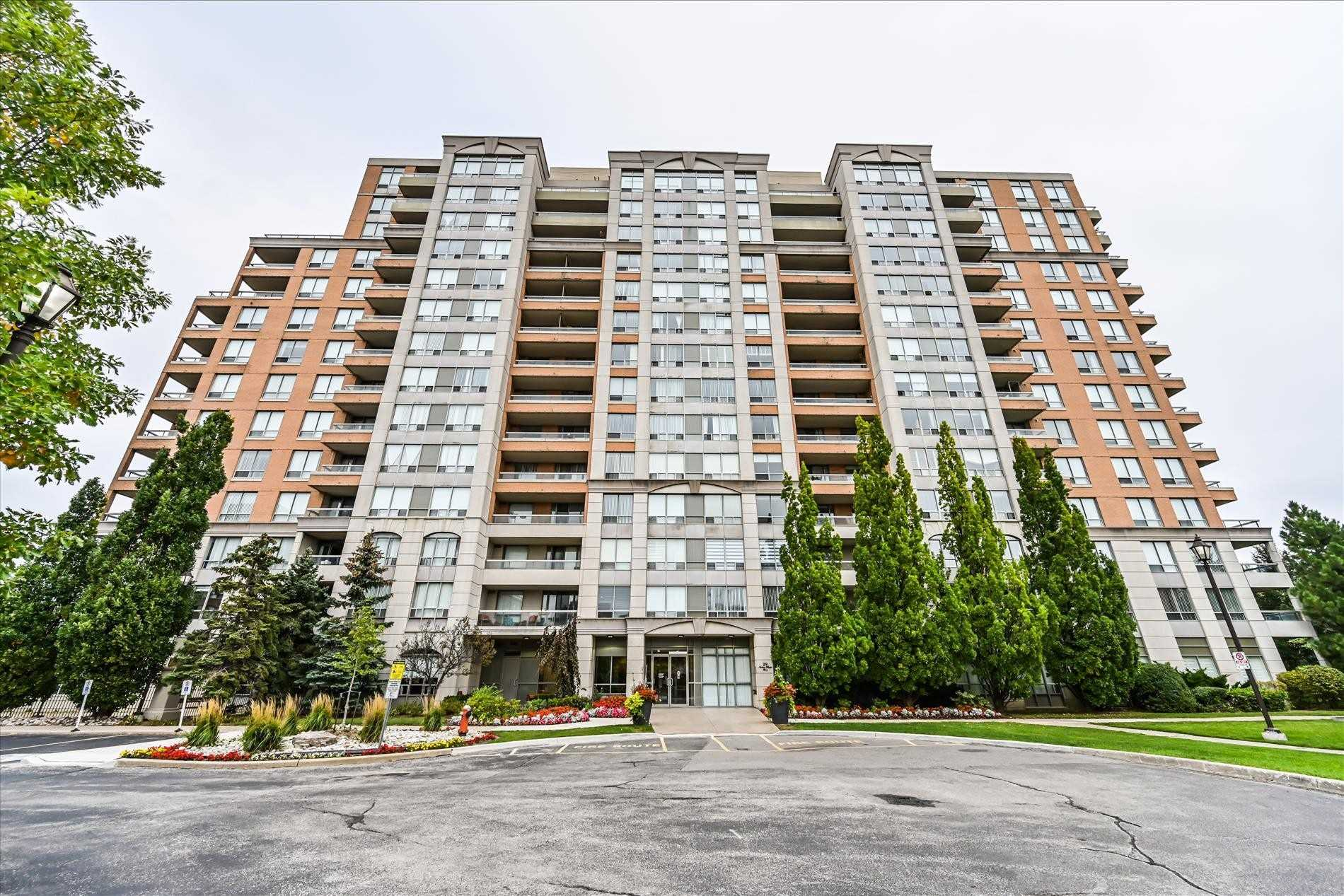 pictures of 29 Northern Heights Dr, Richmond Hill L4B4L8