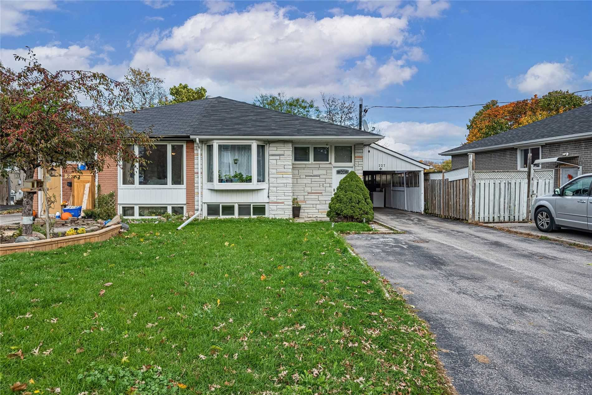 pictures of 227 Septonne Ave, Newmarket L3Y2W5