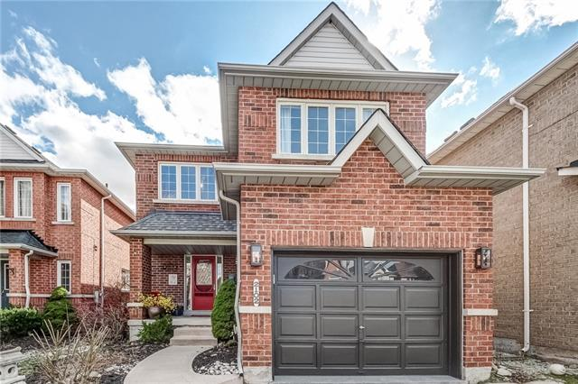 pictures of house for sale MLS: O4428749 located at 2102 Frontier Dr, Oakville L6M 3V5