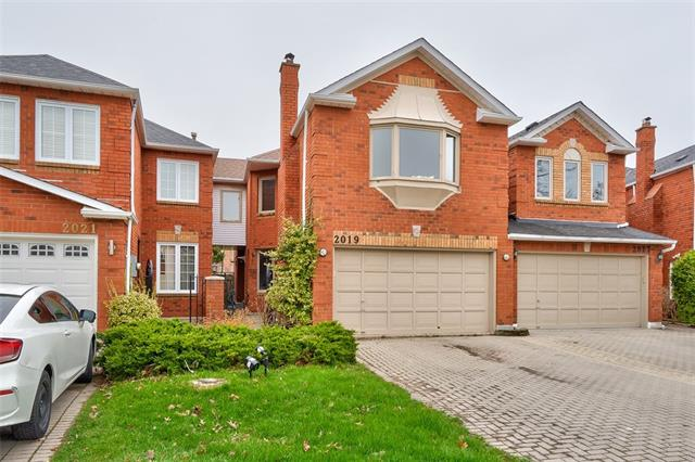 pictures of house for sale MLS: O4436543 located at 2019 Lumberman Lane, Oakville L6M 2Z2